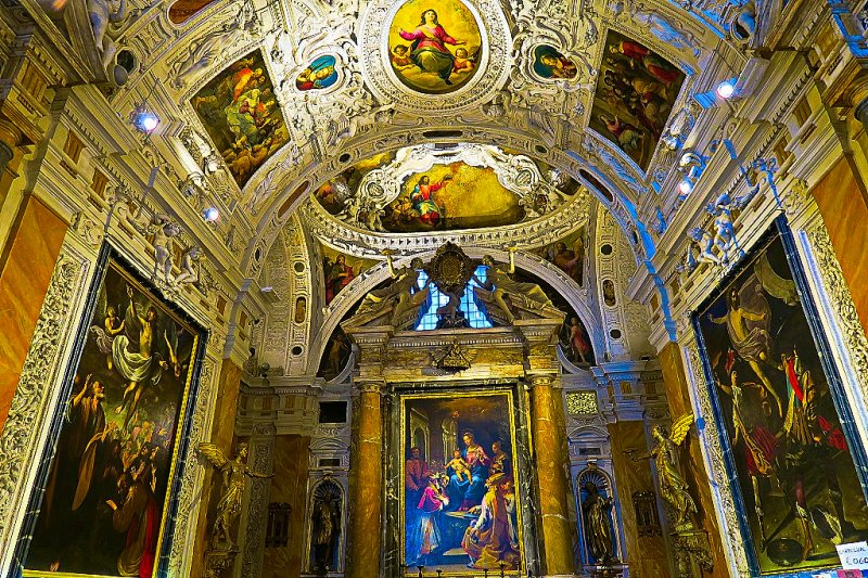 Room in the Siena, Cathedral. This is the gift shop believe it or not.
